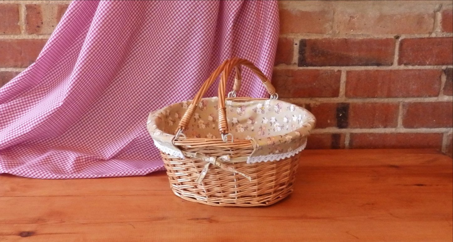 Oval Wicker Basket with Handles and Floral Print Lining